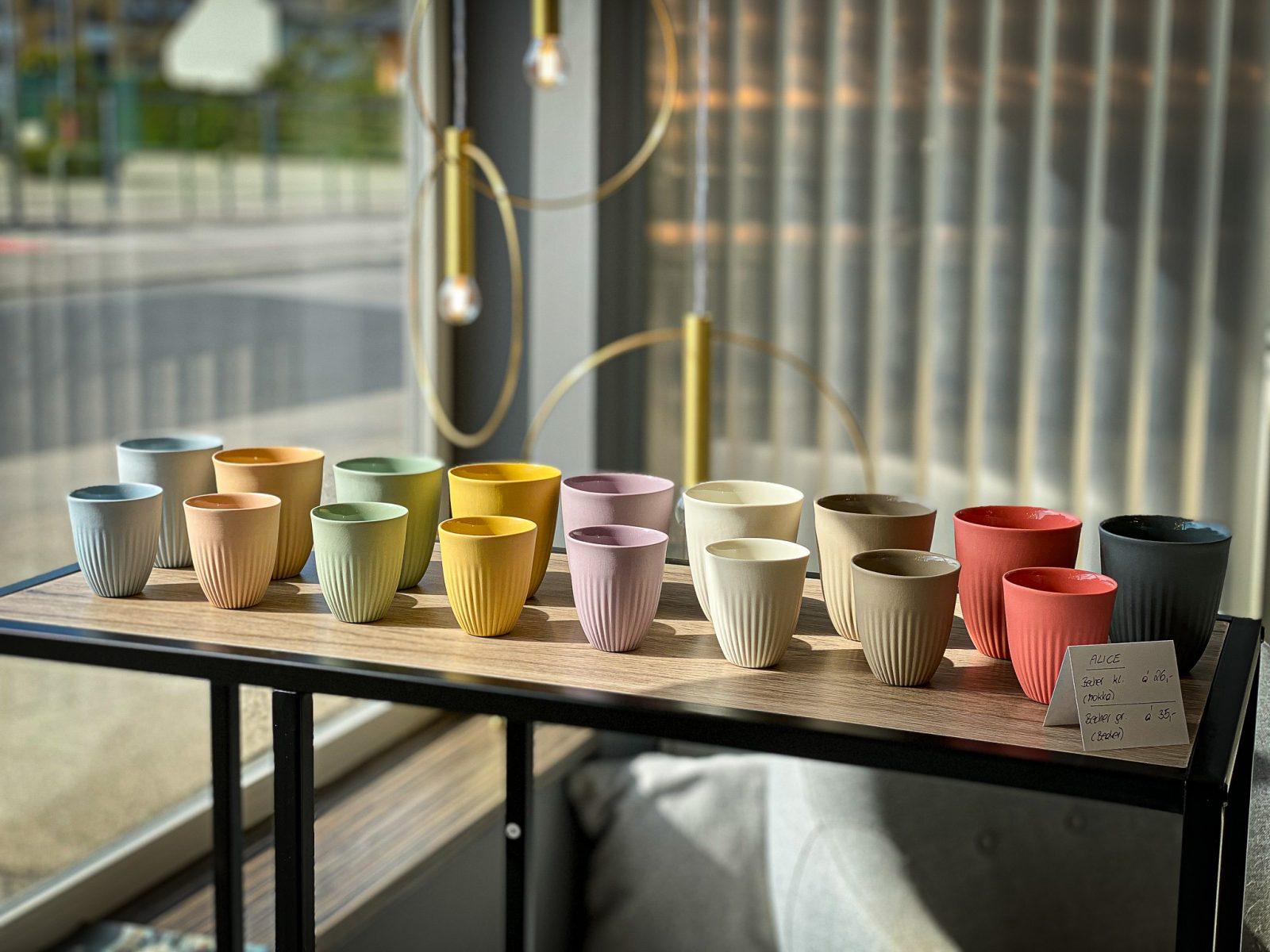 Porzellan feine Dinge Becher Kaffee groß und klein